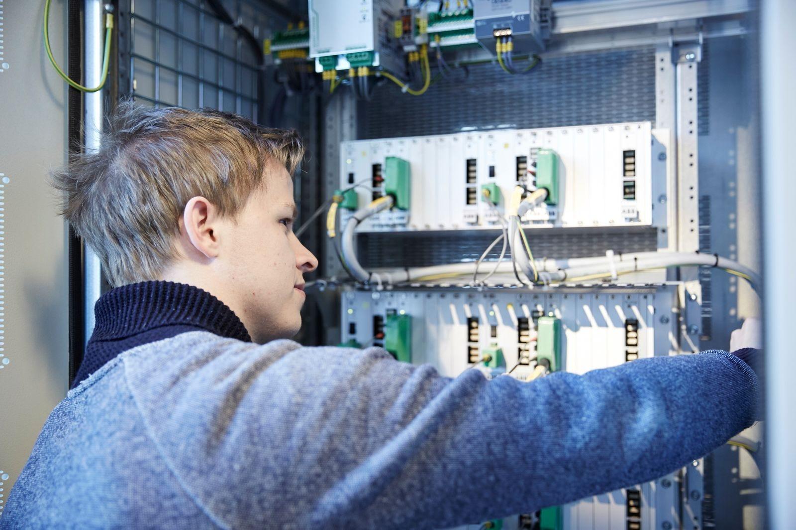 Correção de fator de potência e harmônicas em instalações elétricas